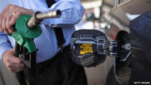 Giá dầu chốt tháng giảm mạnh nhất 5 tháng