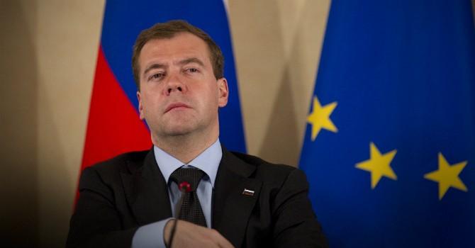 Ông Medvedev thừa nhận Nga mất 100 tỷ USD vì trừng phạt