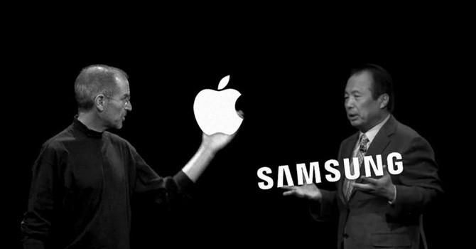"""Apple, Samsung làm hòa, giới công nghệ """"khiếp vía"""""""