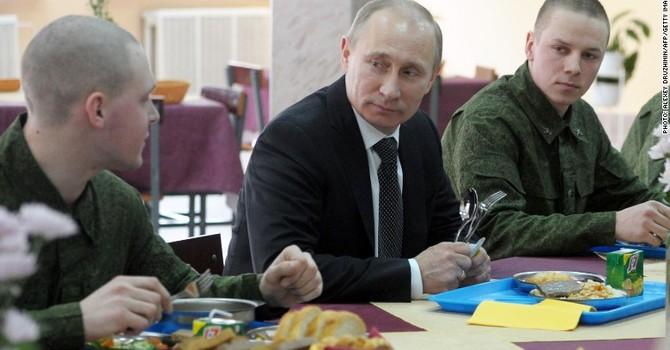 """Cửa hàng ăn nhanh """"cây nhà lá vườn"""" của Nga có đấu nổi McDonald's?"""