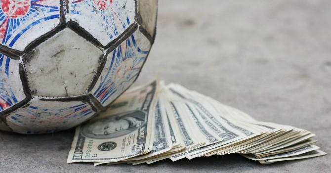 FIFA kiếm đâu ra hàng tỷ USD?