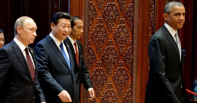 """""""Mỹ bắt nạt Nga, chèn ép Trung Quốc để bảo vệ đồng USD"""""""