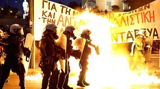 Chứng khoán Mỹ đồng loạt giảm sút trước bất ổn Hy Lạp