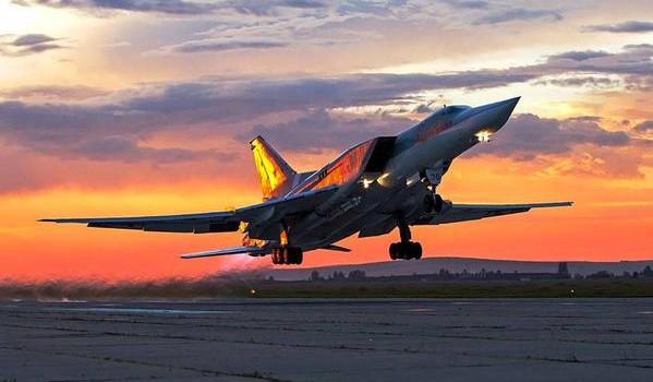 """Tên lửa đạn đạo của Mỹ """"gọi"""", siêu máy bay của Nga """"trả lời"""""""
