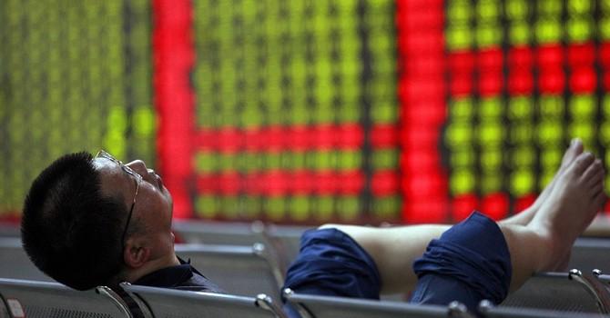 """Sau 1 phiên, chứng khoán Trung Quốc """"bốc hơi"""" giá trị bằng cả thị trường Ý"""