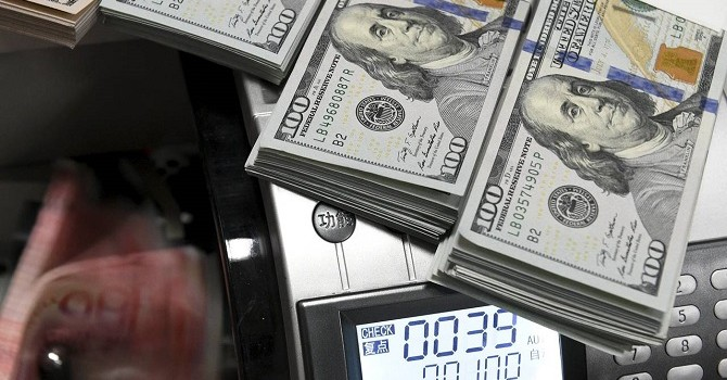 Đồng USD mấp mé đỉnh 10 tuần so với euro