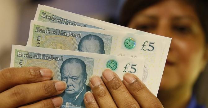 Đồng USD hồi phục sau số liệu kinh tế tích cực