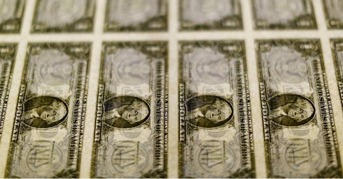 Đồng USD trượt giá sau báo cáo sản xuất kém sắc của Mỹ