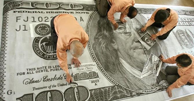 Đồng USD sụt giá trước thềm họp chính sách