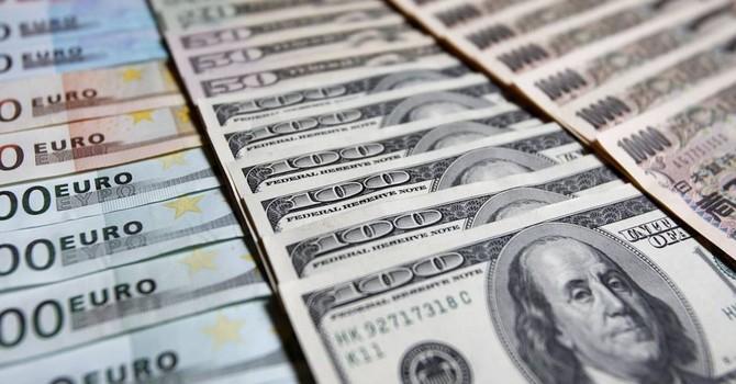 Đồng USD giảm mạnh sau số liệu nhà đất gây thất vọng