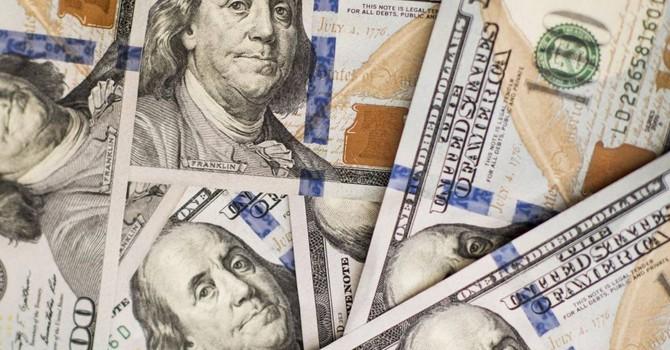 Đồng USD tăng vọt so với yen sau động thái bất ngờ của BOJ