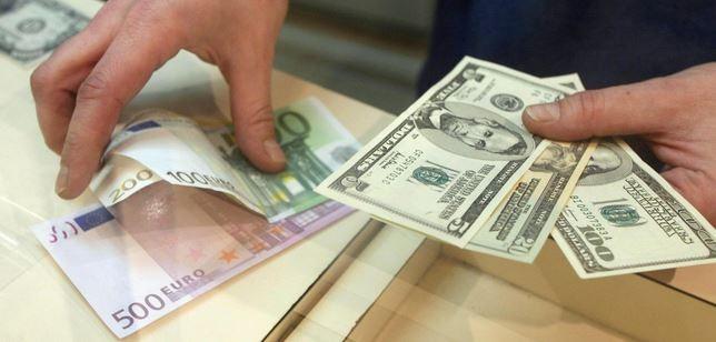 Đồng yen tăng vọt so với USD sau khi BoJ giữ nguyên lãi suất