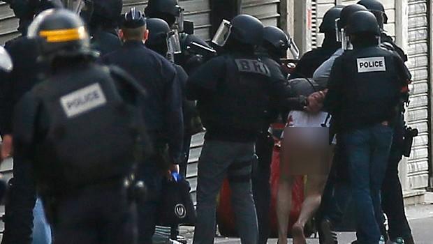 Đấu súng tại Pháp: Nữ khủng bố tự sát bằng thắt lưng tự nổ, 5 người bị bắt