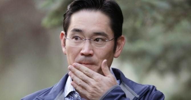 """Sếp Samsung bị tố giao dịch nội gián trong thương vụ dọn đường cho """"Thái tử"""" Lee"""