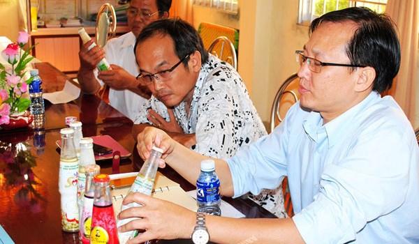 Cà Mau mời Tân Hiệp Phát làm rõ vụ trà Dr.Thanh có vật lạ