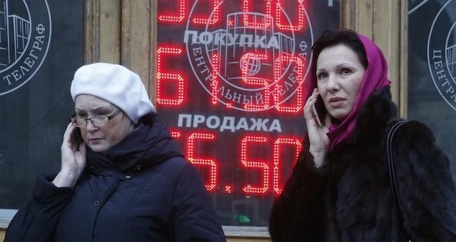 Đồng Rúp liên tục bắt đáy, Kremlin ra sức trấn an dân Nga
