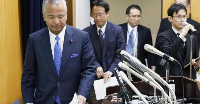 Bộ trưởng Kinh tế Nhật Bản dính bê bối nhận hối lộ