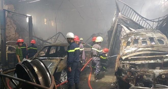 Vụ cháy gara ô tô ở trung tâm Sài Gòn: 8 xe sang bị thiêu rụi hoàn toàn