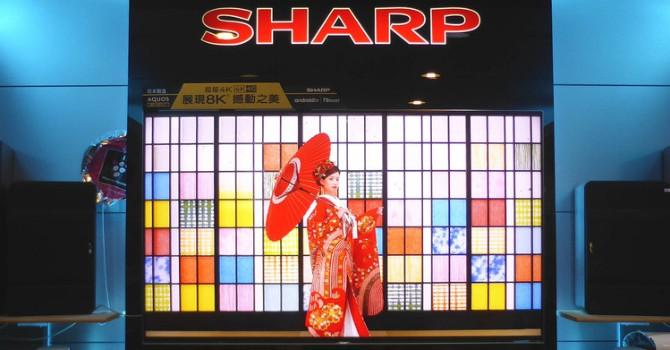 """Sharp chấp nhận """"bán mình"""" cho Foxconn với giá 6,2 tỷ USD"""