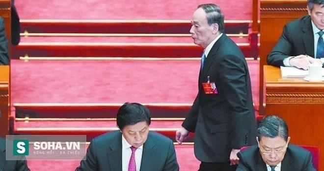 """Có gì trong 10 phút biến mất lặng lẽ của """"trùm an ninh Trung Quốc""""?"""