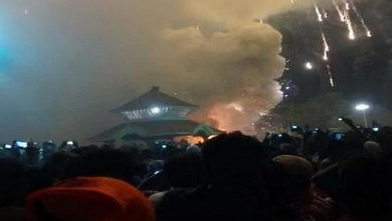 Ấn Độ: Động đất, nổ pháo hoa chỉ trong 1 ngày, hàng trăm người thương vong