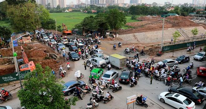 Đường tắc, dân thủ đô bắc cầu qua mương về nhà