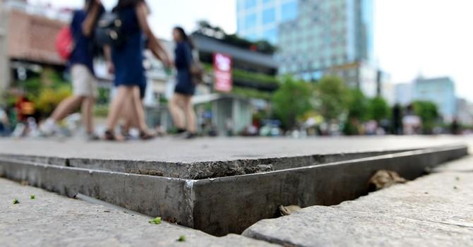 Phố đi bộ Sài Gòn xuống cấp có thể do thi công không chuẩn