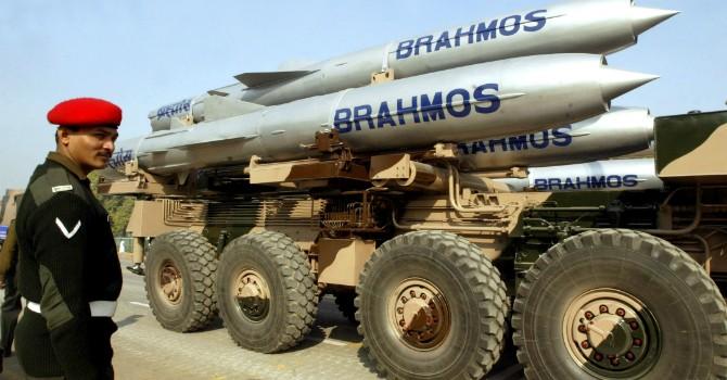 """Ấn Độ chuẩn bị bán """"sát thủ"""" diệt hạm BrahMos cho Việt Nam"""