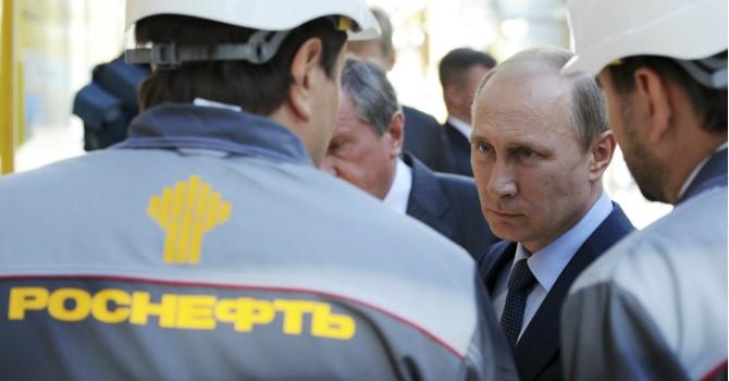 """Ông Putin tính """"xẻ thịt"""" ngỗng đẻ trứng vàng bán cho Trung Quốc và Ấn Độ"""
