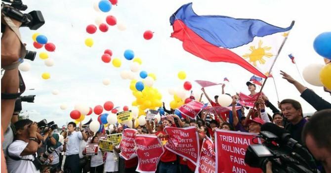 Người dân Philippines ăn mừng thắng kiện Biển Đông
