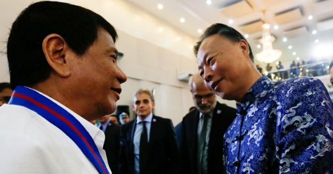 """Trung Quốc bất ngờ trước thông điệp """"rắn"""" lạ lùng của Tổng thống Philippines"""