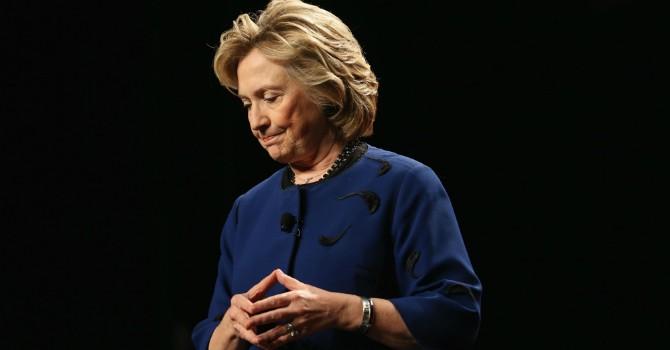 """Ông Donald Trump """"hỉ hả"""" khi FBI đột ngột mở lại điều tra nhằm vào bà Clinton"""