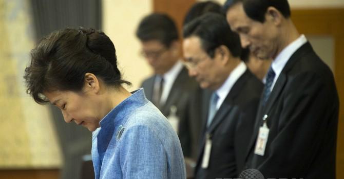 Tổng thống Hàn Quốc lệnh cho 10 cố vấn cấp cao từ chức giữa bê bối chính trị