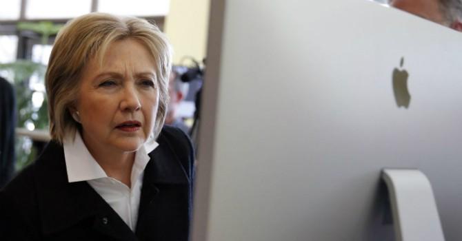 """So độ... """"mù công nghệ"""" giữa ông Trump và bà Clinton"""