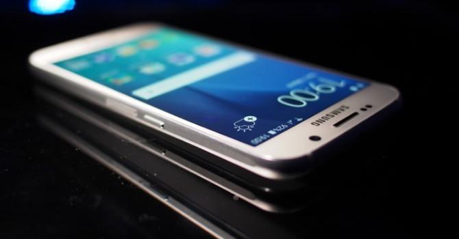 Samsung Galaxy S7 cũng sẽ có 2 phiên bản như S6