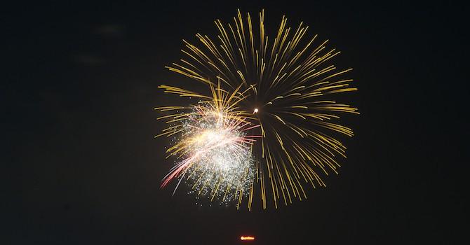 [Ảnh] Người dân Thủ đô rộn ràng chào đón năm mới