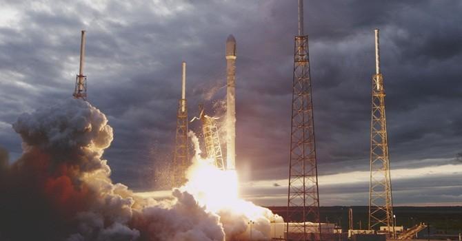 Xem tên lửa không gian tái sử dụng của SpaceX hạ cánh qua video 360