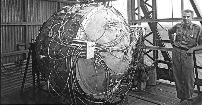 Quả bom nguyên tử đầu tiên trên thế giới ra đời như thế nào?