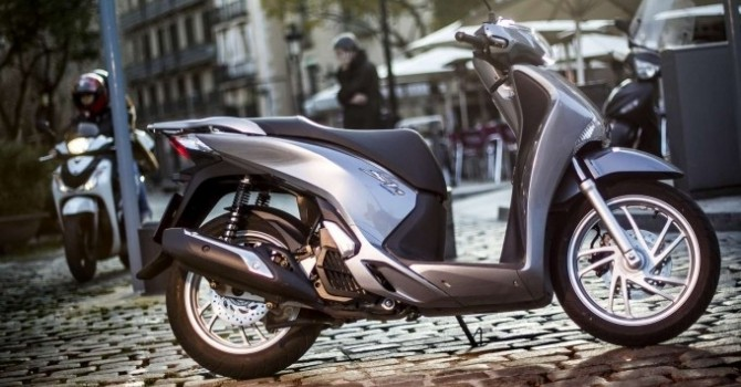 """Công nghệ 24h: Honda Việt Nam """"đau đầu"""" vì xe ế?"""