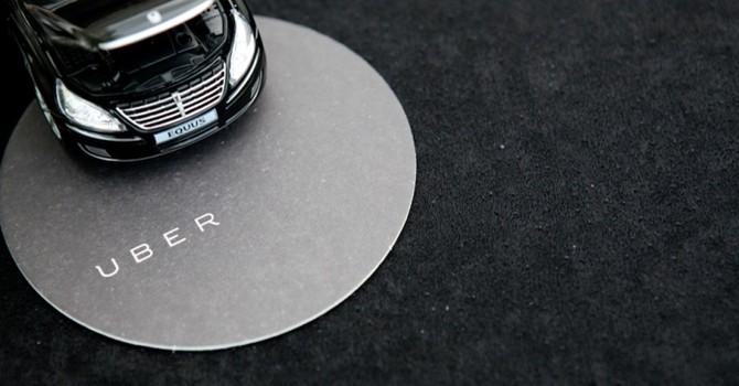 Công nghệ 24h: Uber, Grab đồng loạt tăng giá ngày mưa bão