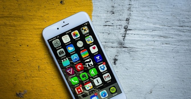 iPhone tiếp theo sẽ đi kèm tai nghe không dây và thêm màu mới?