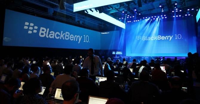 Cùng nhìn lại những mẫu smartphone đáng nhớ nhất của BlackBerry