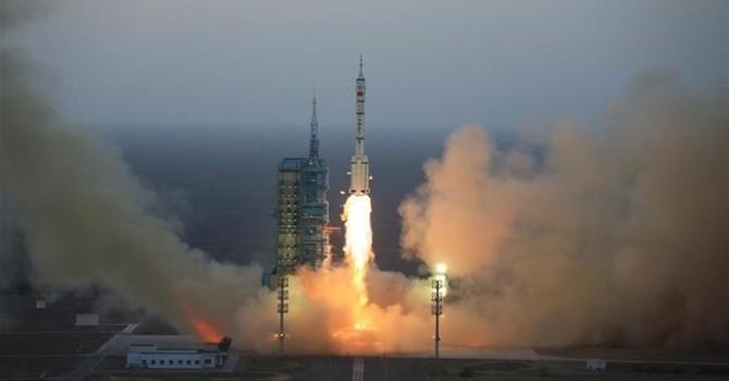 Trung Quốc phóng tàu Thần Châu 11 đưa người vào không gian