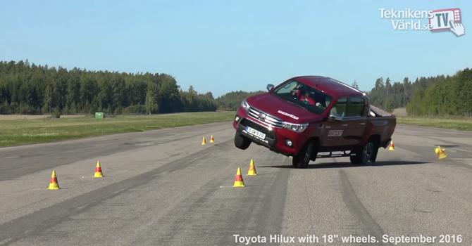 Toyota Hilux vẫn là mẫu xe dễ lật nhất trong mọi thử nghiệm