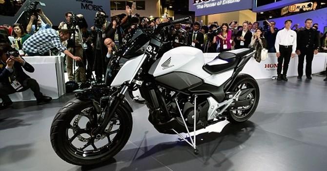 Honda giới thiệu mẫu moto có thể tự đứng thẳng mà không cần chân chống