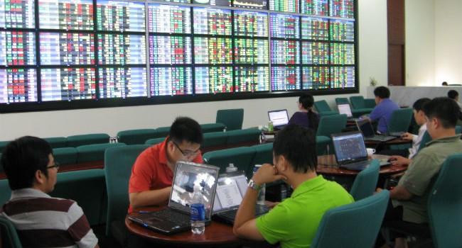 Trước giờ giao dịch 11/8: Cổ phiếu nới Room sẽ tăng tiếp