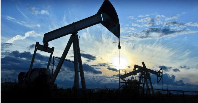 Trước giờ giao dịch 18/5: Giá dầu nằm sát vùng đỉnh 2016