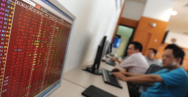 """Chứng khoán 24h: Tin đồn hạ margin đẩy cổ phiếu """"nóng"""" giảm mạnh"""