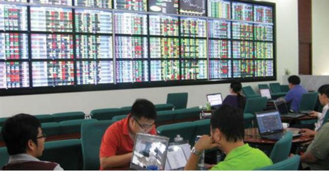 Chứng khoán 24h: Hai lãnh đạo LienVietPostBank dự tính chi trăm tỷ gom cổ phiếu