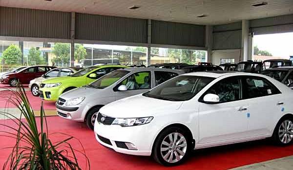 """Thị trường ôtô Việt """"dậy sóng"""" vì cách tính thuế mới?"""